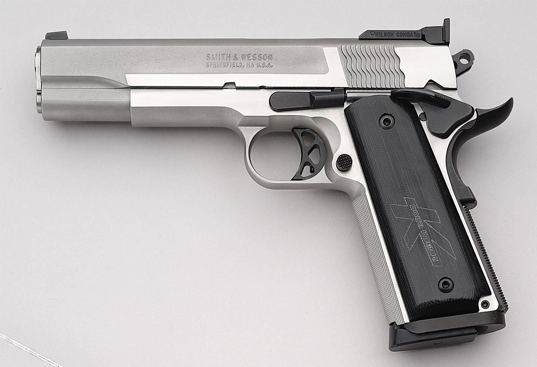 Guns porn babes